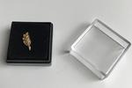 Pin Prestige Acacia ciselée dans sa boite